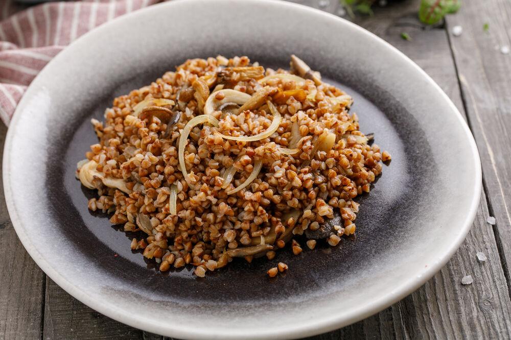 Buckwheat whit mushzooms