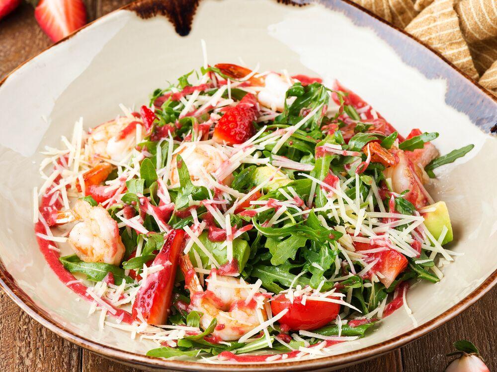 Arugula with shrimps