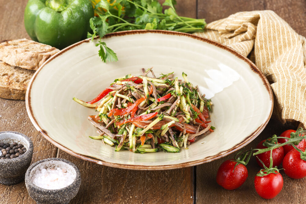 vegetable salad with beef