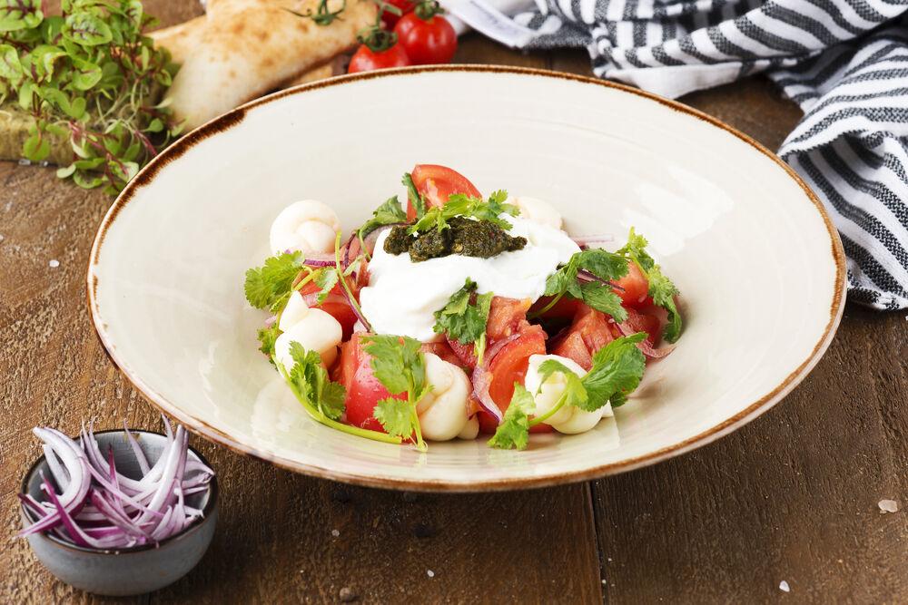 Fresh tomato salad with fermented milk