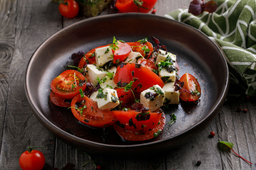 Salad with tomatoes and homemade cheese