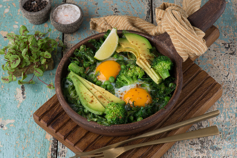 Fragrant fried eggs with herbs, avocado and spinach