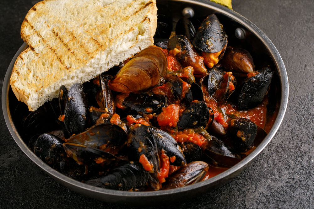 Mussels in white / red sauce