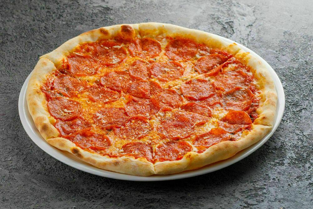 Pepperoni salami pizza