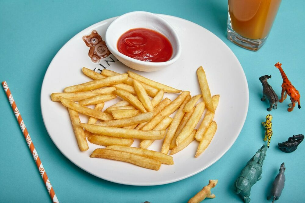 French fries with natural tomato ketchup