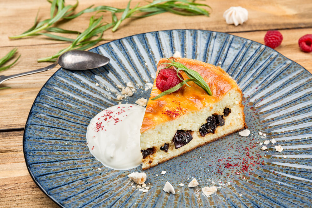 Cottage cheese baked pudding with dried plums