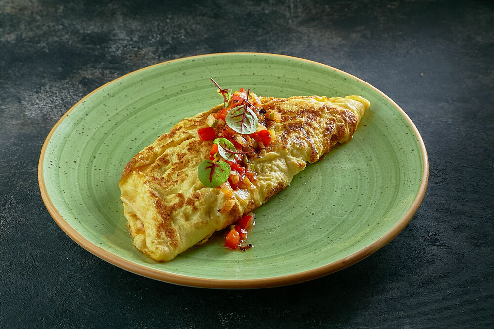 Omelet with vegetable salsa and cheese