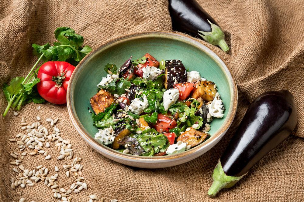 *Salad with crispy eggplants