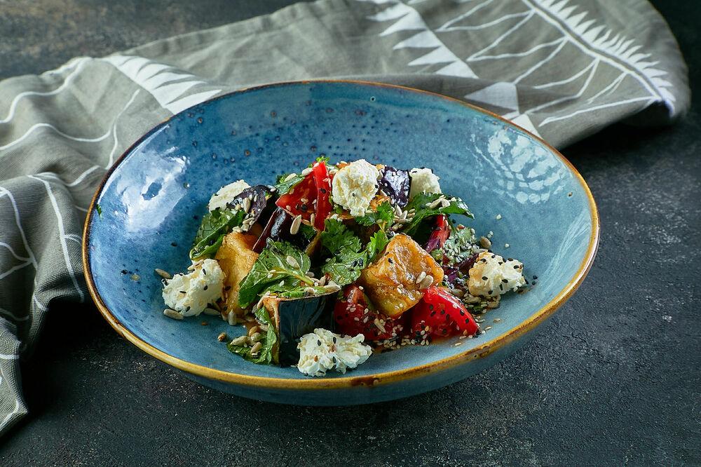Salad with crispy eggplant