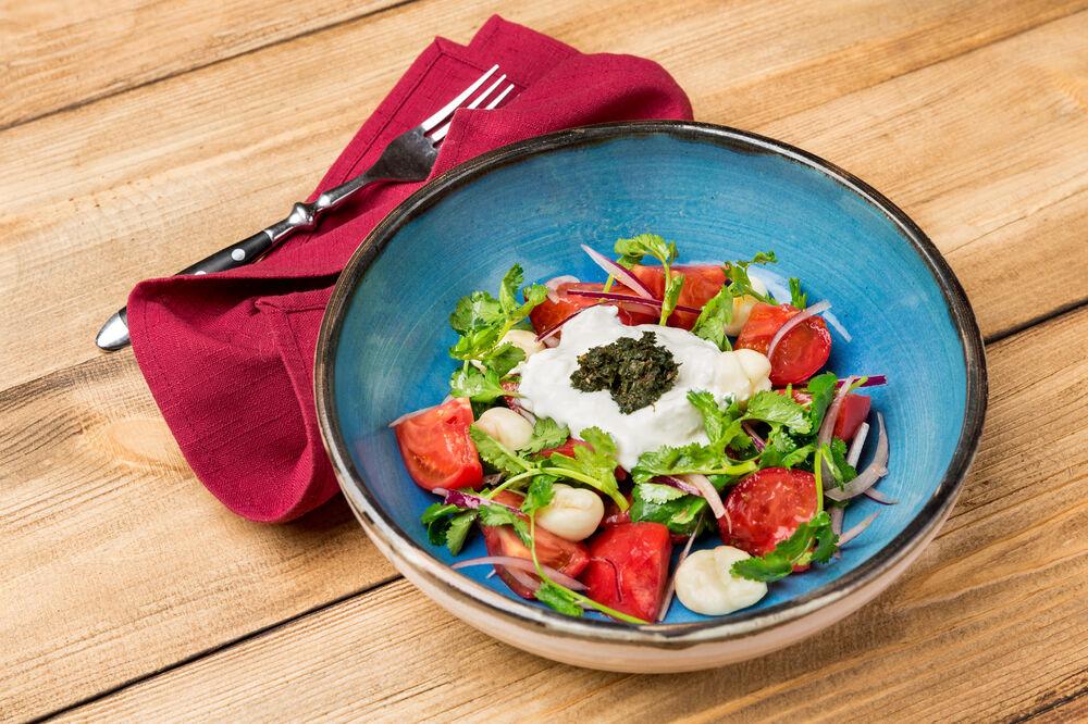Salad with matzoni and tomatoes