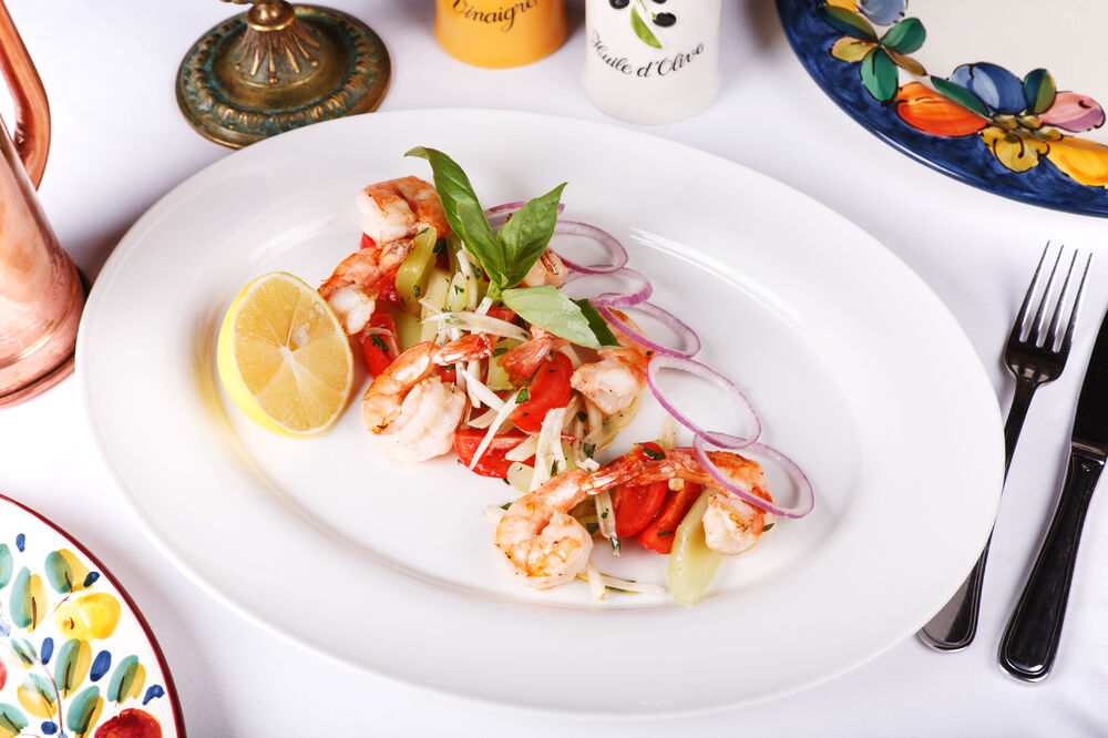 Shrimps salad in Catalana style