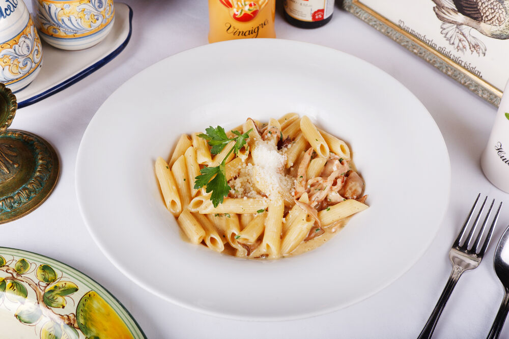 Penne with ham and mushrooms