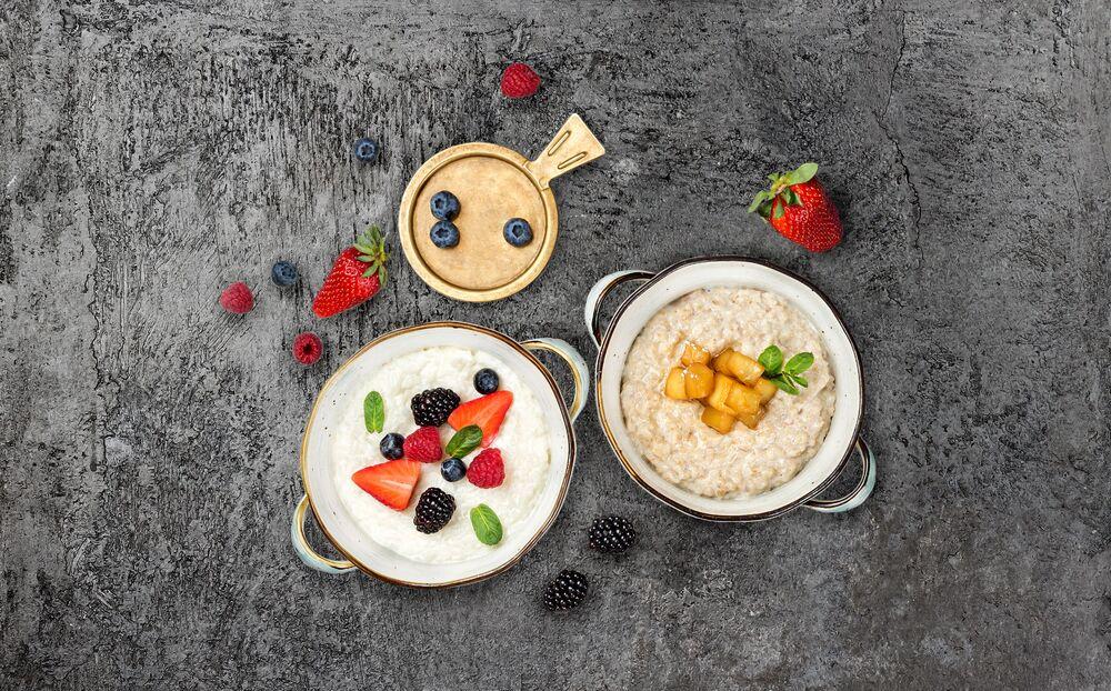 Oatmeal porridge with caramelized apple