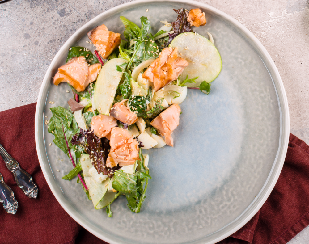 Salad with warm salmon