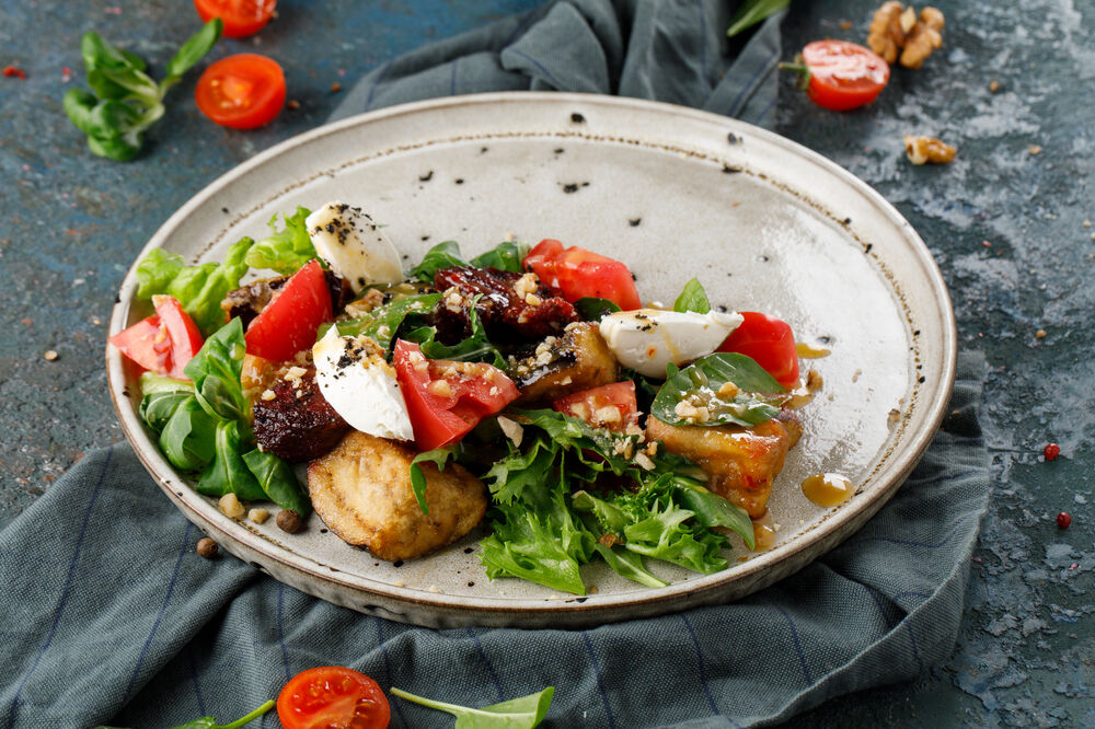 Salad with eggplant, tomato and cheese