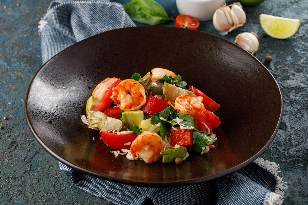 Salad with shrimp, crab and artichokes