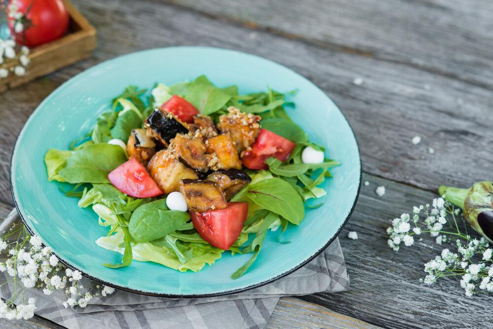 Salad with fried eggplants, tomatoes and yogurt spheres