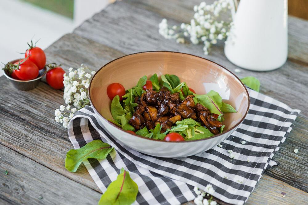 Warm salad with chiken liver
