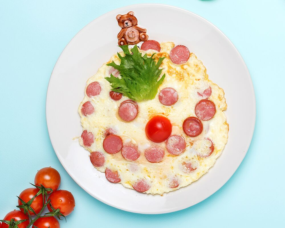Omelette with sausages