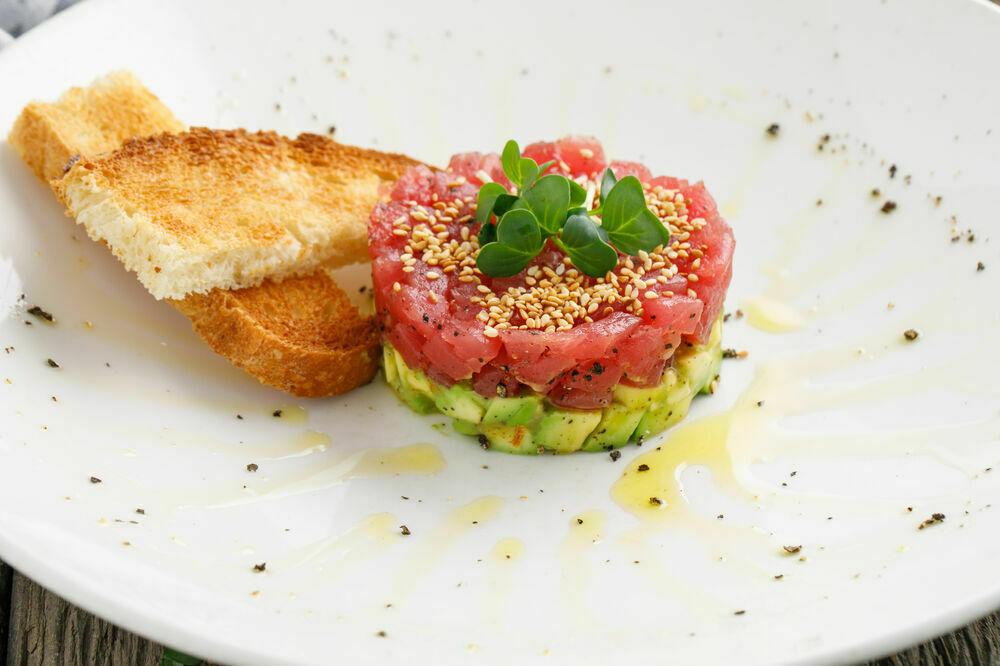 Tuna tartar with avocado